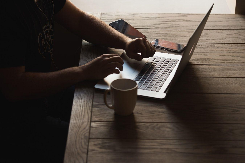 Programmatore freelance di app di successo con 6 consigli