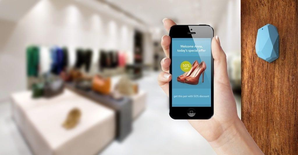 smartphone con applicazione per saldi