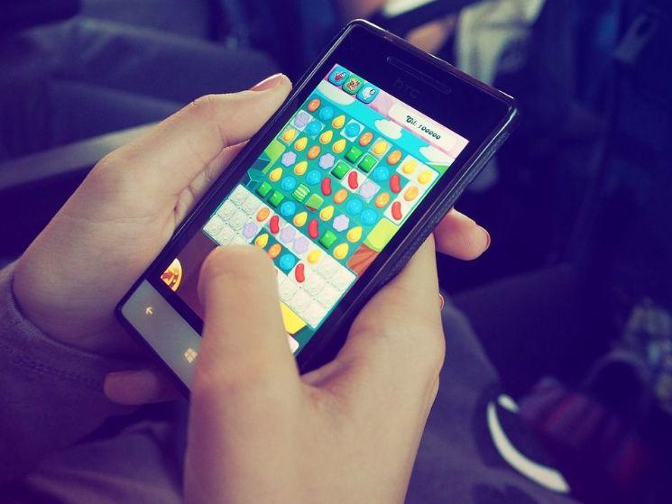 smartphone con gioco