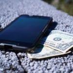smartphone con soldi