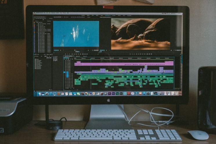 computer con applicazione video editing