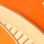 scala tra due pareti arancio
