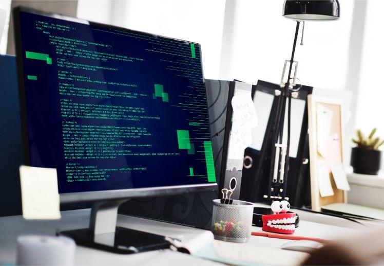 computer con linguaggio di programmazione