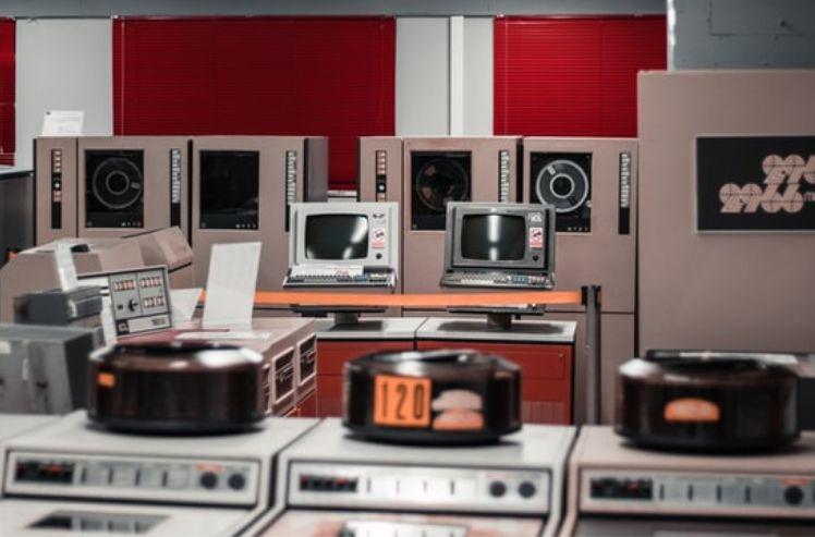 ufficio con computer