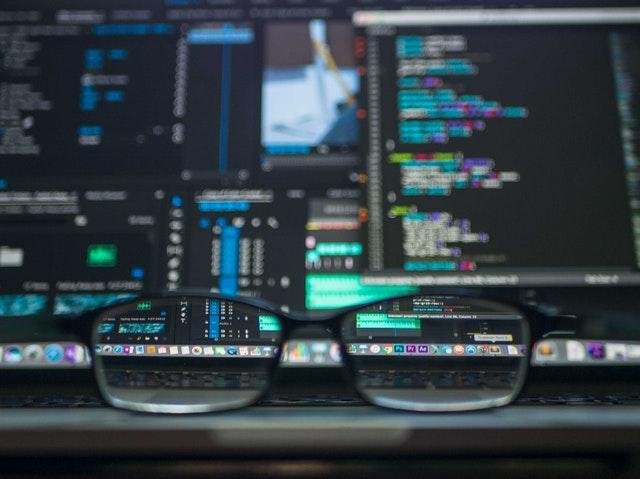 occhiali e computer